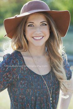 Senior girl with cute floppy hat | Senior girl pose | cindy swanson photography | backlit