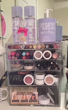 43 Inexpensive Feminine Makeup Room Design Ideas That Women Must Have - make up room studio Makeup Box, Body Makeup, Makeup Storage, Cute Makeup, Makeup Organization, Makeup Geek, Teen Makeup, Hanging Makeup Organizer, Make Up Organizer