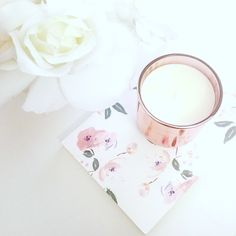 Coffee table decor - rose gold candle BLOG - ffrenchee.com IG - @ffrenchee FB - Ffrenchee