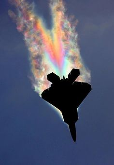 F-22 pulling so many G-forces that the wave of low pressure behind it causes water to condense.