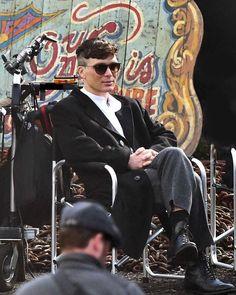 On set of Peaky Blinders Peaky Blinders Series, Peaky Blinders Thomas, Cillian Murphy Peaky Blinders, Netflix, Hot Actors, Actors & Actresses, Pretty Men, Beautiful Men, Pretty Boys