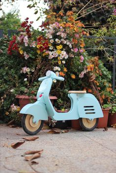 Jokos V Vespa Balancebike. Is a wooden toy, designed for kids years Old. Wood Crafts, Paper Crafts, Diy Crafts, Baby Bike, Wooden Wheel, Balance Bike, Welding Projects, Wood Toys, Diy Toys