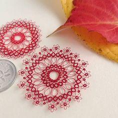 Image may contain: flower Needle Tatting Patterns, Crochet Patterns, Tatting Tutorial, Tatting Lace, Fabric Art, Crochet Lace, Doilies, Machine Embroidery, Needlework