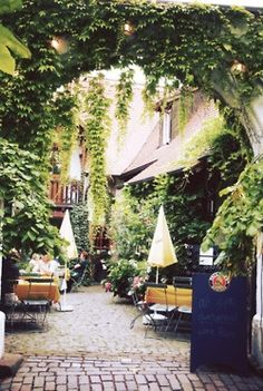 Cute little cafe in Paris, France. Oh The Places You'll Go, Places To Travel, Places To Visit, Garden Cafe, Beer Garden, Beautiful World, Beautiful Places, Belle France, Outdoor Cafe