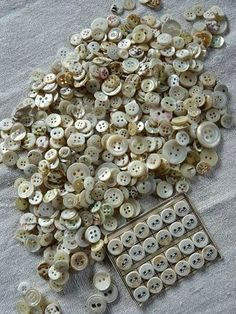 vintage buttons - Organize in Sewing Tools, Sewing Notions, Button Cards, Button Button, Vintage Sewing Machines, Sewing A Button, Haberdashery, Vintage Buttons, Fascinator
