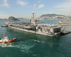 Tugboats assist the aircraft carrier USS George Washington (CVN pull out of Busan Us Navy Aircraft, Navy Aircraft Carrier, Bahamas Vacation, Bahamas Cruise, Native American History, American Civil War, George Washington History, Navy Carriers, Navy Marine