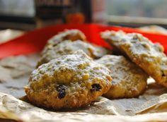 Questi biscotti sono una deliziosa scoperta, facilissimi e veloci da fare, forse l'aspetto non è dei migliori, ma il gusto è qualcosa di spettacolare! E nessuno si accorgerà che contengono avena, a meno che non glielo confidiate.