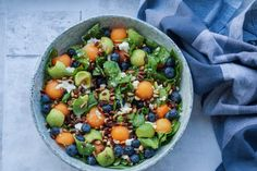 Summer salad with melon, blueberries and advocado. Raw Food Recipes, Wine Recipes, Healthy Dinner Recipes, Salad Recipes, Vegetarian Recipes, Fancy Salads, Summer Salads, Food N, Good Food