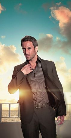 ALEX O'LOUGHLIN | Hawaii Five-0