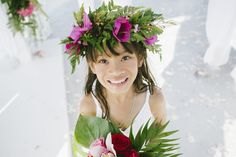Flowers and girls Santorini Wedding, People Fall In Love, Flower Decorations, Red Roses, Wedding Bouquets, Wedding Planner, Couples, Girls, Flowers
