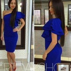великолепное платье синего цвета с воланом на одно плечо по выгодной цене