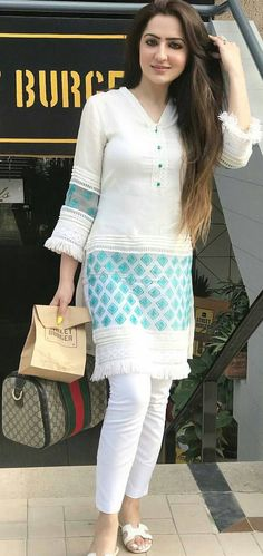 21 Latest Casual Style Outfits That Will Inspire You - Fashion Ideas - Luxury Style Pakistani Dresses Casual, Pakistani Dress Design, Indian Dresses, Indian Outfits, Pakistani Fashion Casual, Designer Kurtis, Designer Dresses, Kurta Designs Women, Blouse Designs