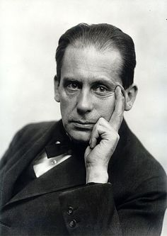 Walter Gropius (May 1883 – July was a German architect and founder of the Bauhaus School, who, along with Ludwig Mies van der Rohe, Le Corbusier and Oscar Niemeyer, is widely regarded as one of the pioneering masters of modern architecture. Walter Gropius, Bauhaus Style, Bauhaus Design, Ludwig Mies Van Der Rohe, Style International, Christian De Portzamparc, Philip Johnson, Modernisme, Genius Loci