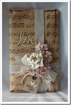 Kraft paper music, flower handmade satin with side dish of flowers from wedding favors, a rustic ribbon ...