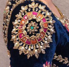 Deshio Pakistani Wedding Outfits, Pakistani Dresses Casual, Indian Gowns Dresses, Pakistani Bridal Dresses, Pakistani Dress Design, Couture Embroidery, Embroidery Suits, Embroidery Fashion, Embroidery Stitches