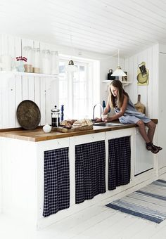 Modern Rustic Style In A Danish Summer House Kitchen Interior, Kitchen Decor, Summer House Interiors, Scandinavian Cottage, Summer Cabins, Rustic Style, Modern Rustic, Rustic Charm, Country Kitchen