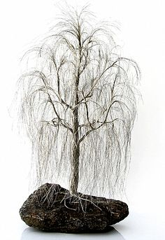 there is a dying weeping willow at the gate hanging a bit on both sides. as each character in the family dies, so does a branch from the tree Wire Art Sculpture, Tree Sculpture, Wire Earrings, Wire Jewelry, Beaded Jewelry, Handmade Jewelry, Wire Bracelets, Fantasy Wire, Copper Wire Art