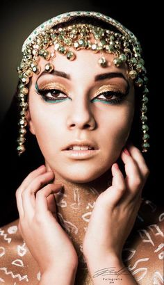 Cleopatra Make-up. Photo: Sarah Bugar & F. School Makeup, Cleopatra, Schools, Make Up, Makeup, Makeup Lessons, School, Bronzer Makeup