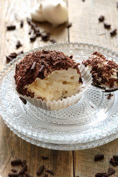 Merveilleux chantilly , chocolat noir ou comment se régaler avec un dessert tout simple ...   On dine chez Nanou