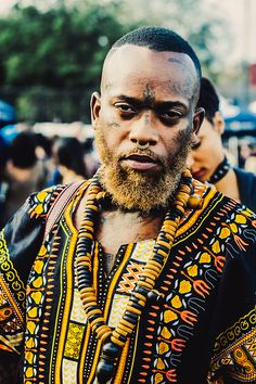 The History and definition of the Afropunk movement from Black Punk Rock explained in Afropunk The Movie African Beauty, African Fashion, African Style, Black Is Beautiful, Beautiful People, Afro Punk Fashion, Men's Fashion, Fred Instagram, Moda Afro