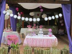 Cumpleaños al aire libre en rosa y lila