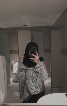 Casual Hijab Outfit, Ootd Hijab, Hijabi Girl, Girl Hijab, Selfi Tumblr, Foto Mirror, Hijab Makeup, Girls Mirror, Hijab Fashion Inspiration