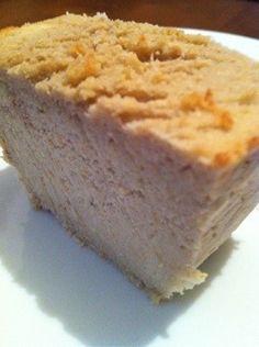 簡単 *マスカルポーネのおからケーキ*   おからたっぷりなので、前回同様ヘルシーです。 マスカルポーネの コクが出た、しっとりケーキに仕上がりました。材料 (パウンドケーキ1個分) おから 300g 薄力粉 60g マスカルポーネ 50g マーガリン 10g バナナ 1本 牛乳 100cc 蜂蜜 大2 ベーキングパウダー 小1/2   作り方 1 おから以外の材料をフードプロセッサーに入れ混ぜる。 2 1とおからを混ぜる。 3 型に入れ、 170度で30分焼く。 4 完成! コツ・ポイント *バナナをマーマレードなどのジャムに代 えても美味しいです。  ⁑工程2はしっかりと混ぜて下さい。《my覚書:こちらのレシピをベースに薄力小麦をアーモンドプードルやクルミパウダーに置き換えて作ってみよっかな♪マイブームなので( 灬˙▿˙灬 )》