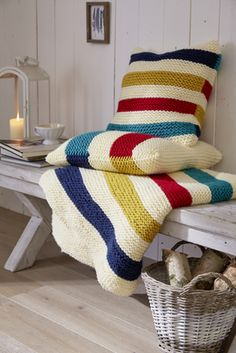 Garter Striped Pillow and Blanket Free Knitting Patterns Crochet Blanket Patterns, Baby Blanket Crochet, Scarf Patterns, Beginner Knitting Patterns, Free Knitting, Knitting Stitches, Chunky Yarn Blanket, Manta Crochet, Baby Pillows