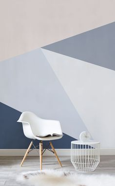 Want a sophisticated wallpaper that oozes style? This geometric wallpaper design showcases powder blues to striking denim hues. Varying shades help to add contrast and intrigue to your living room spaces.