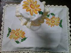 individual cubre bandeja con bordes en crochet y capucha para jarra, flores pintadas