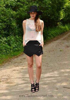 Hat: H – Top: Takko - Bra: H – Skort: Zara – Heels: Zara