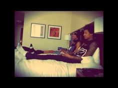 Les twins - Seeking photos in a collage - YouTube