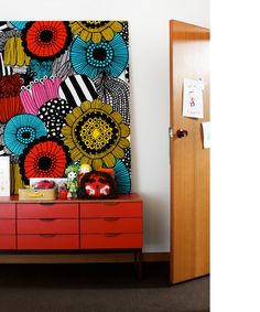 stretched marimekko Did this yrs ago when decorating my son's room! Used a Marimekko Noah's ark print in primary colors . Painting Inspiration, Design Inspiration, Tattoo Inspiration, Marimekko Fabric, The Design Files, Blog Design, Diy Art, Painted Furniture, Furniture Design