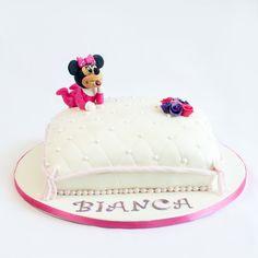 Stim ca fetitei tale ii place foarte mult personajul animat Minnie Mouse, de aceea am realizat un tort pentru copii in forma de pernuta pe care este asezata aceasta. Bon apetit! Minnie Mouse, Cake, Desserts, Food, Character, Tailgate Desserts, Deserts, Kuchen, Essen
