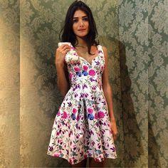 Instagram media alfreda_oficial - Verão/ 16.  Magia das flores. !!!! dress de seda bordada . #alfreda #alfredaoficial #luxo #marcadesejo