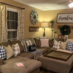 Farmhouse living room wall decor behind couch 28 ideas for 2019 Cozy Living Rooms, Living Room Grey, Home And Living, Modern Living, Farmhouse Living Room Decor, Decorating Ideas For The Home Living Room, Western Living Rooms, Budget Decorating, Diy Home Decor