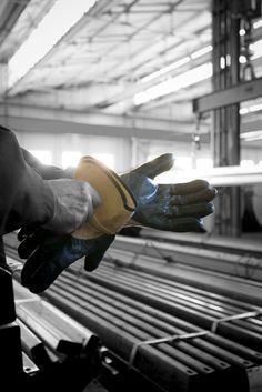 dispositivi di sicurezza//Photo by PHOTOGRAFICA #dispositivi #sicurezza #gloves #industrial #photo
