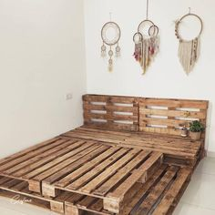 Cute Room Decor, Teen Room Decor, Girl Apartment Decor, Diy Pallet Bed, Wooden Pallet Beds, Pallet Headboards, Pallet Benches, Beds On Pallets, Bed Frame Pallet