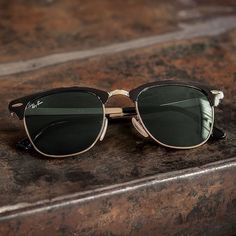 Ray Ban OFF! Classic for a reason // The gold-rimmed Clubmaster Metal is always a good look Clubmaster Sunglasses, Sunglasses Women, Ray Ban Aviator, Ray Ban Women, Ray Ban Glasses, Eye Glasses, Ray Ban Outlet, Ray Bans, Fashion Fashion