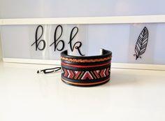 Bracelet Manchette mixte en perles Miyuki Délicas & Cuir. Rouge, noir..............