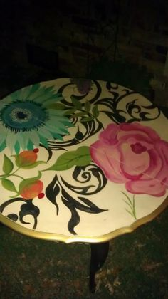 An idea for when I repaint our dated dresser or sewing table or dining table Coral Painted Furniture, Painted Chairs, Funky Furniture, Paint Furniture, Repurposed Furniture, Unique Furniture, Furniture Makeover, Furniture Decor, Furniture Design