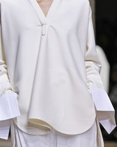 Céline Spring 2011 Ready-to-Wear Fashion Show Details                                                                                                                                                                                 Mais