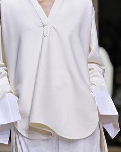 Céline Spring 2011 Ready-to-Wear Fashion Show Details                                                                                                                                                                                 Mais