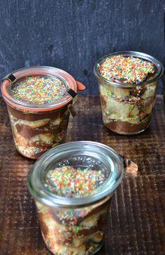 The Recipe Suitcase: Konfetti Kuchen im Glas {Street Food September}