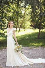 Stunning Deep V-neck Cap Sleeves Chiffon Sweep Train Vintage Wedding Dresses - lidress.com