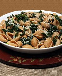 Pasta Shells with Garlic & Kale - American Institute for Cancer Research Garlicky Kale, E Recipe, Whole Wheat Pasta, Taste Made, Cancer Fighting Foods, Stuffed Pasta Shells, Creamy Pasta, Rice Dishes, Healthy Choices
