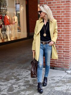 Mode Outfits, Chic Outfits, Fashion Outfits, Over 50 Womens Fashion, Fashion Over 50, Sweater And Jeans Outfit, Mustard Yellow Outfit, Mode Ab 50, Combat Boot Outfits