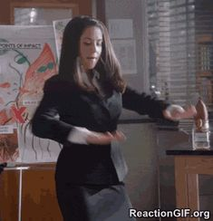 Check out all the awesome alison brie community dancing gifs on WiffleGif. Including all the white people dancing gifs, allison brie gifs, and alison brie gifs. Annie Community, Community Tv, Community College, Funny Video Memes, Videos Funny, Memes Baile, Beautiful Celebrities, Beautiful Actresses, Alison Brie