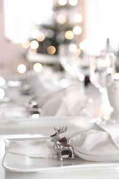 Cottage Christmas, Nordic Christmas, Silver Christmas, Christmas Colors, Christmas Themes, Christmas Lights, Christmas Holidays, Christmas Decorations, Xmas