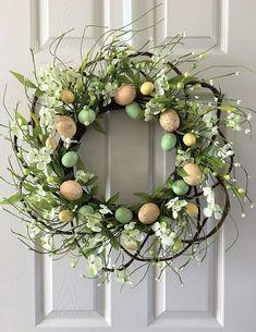 Easter Wreath,Easter door decoration,Egg wreath,Easter egg wreath,Spring wreath for front door by on Etsy Easter Wreaths, Fall Wreaths, Door Wreaths, Diy Spring Wreath, Diy Wreath, Wreath Ideas, Diy Ostern, Easter Flowers, Easter Flower Arrangements